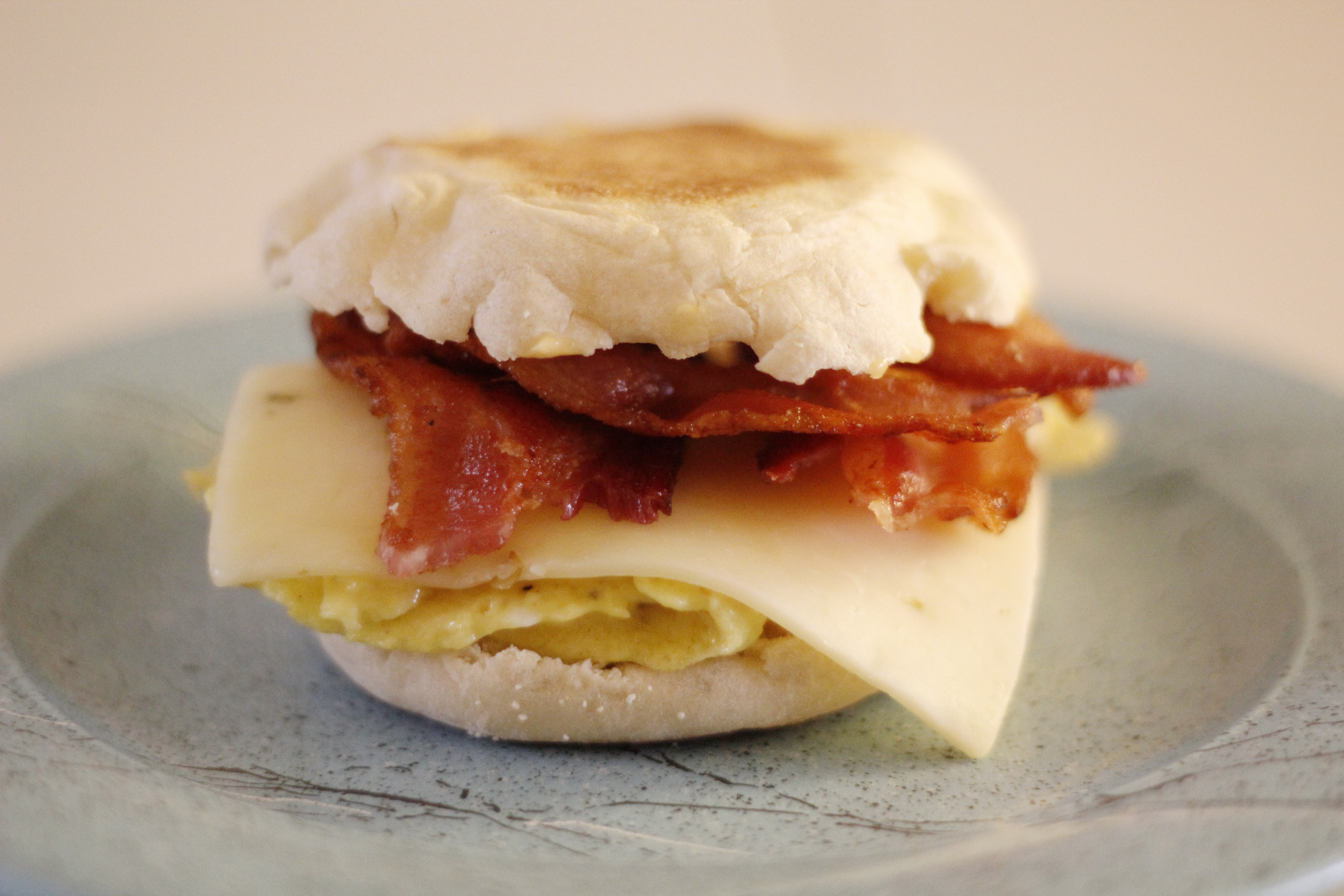 Egg, bacon and pepper-jack cheese sandwiches with spicy mayonaisse ...